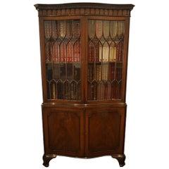 English George V Mahogany Glazed Serpentine Bookcase Cabinet, circa 1930