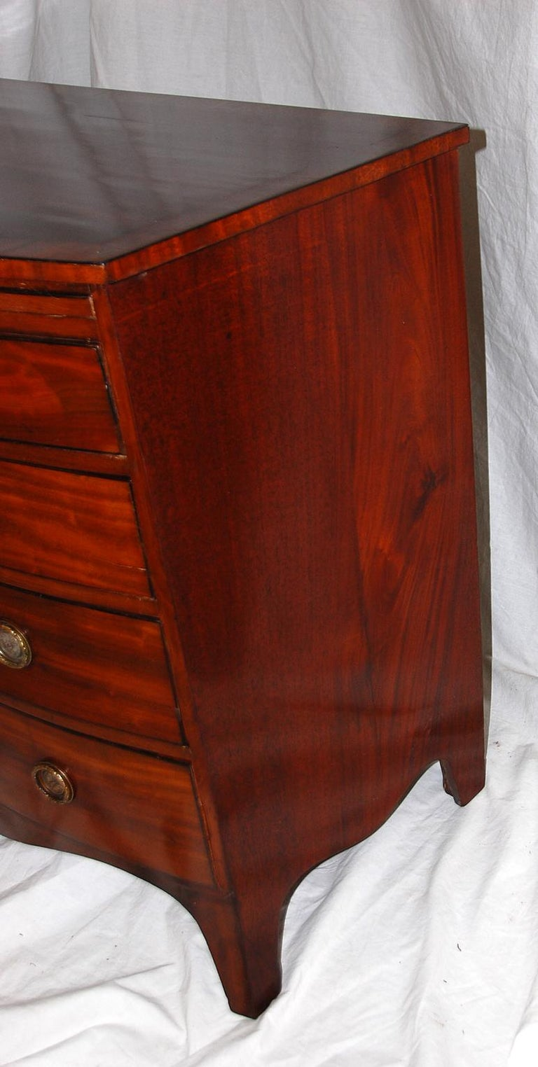 English Georgian Hepplewhite Period Mahogany Bowfront Chest with Dressing Slide For Sale 2