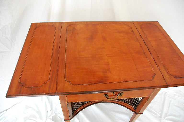English Georgian Period 18th Century Mahogany and Satinwood Pembroke Table In Good Condition For Sale In Wells, ME