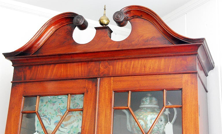 English Georgian Period Bureau Bookcase/Secretaire with Swans Neck Pediment In Good Condition For Sale In Wells, ME