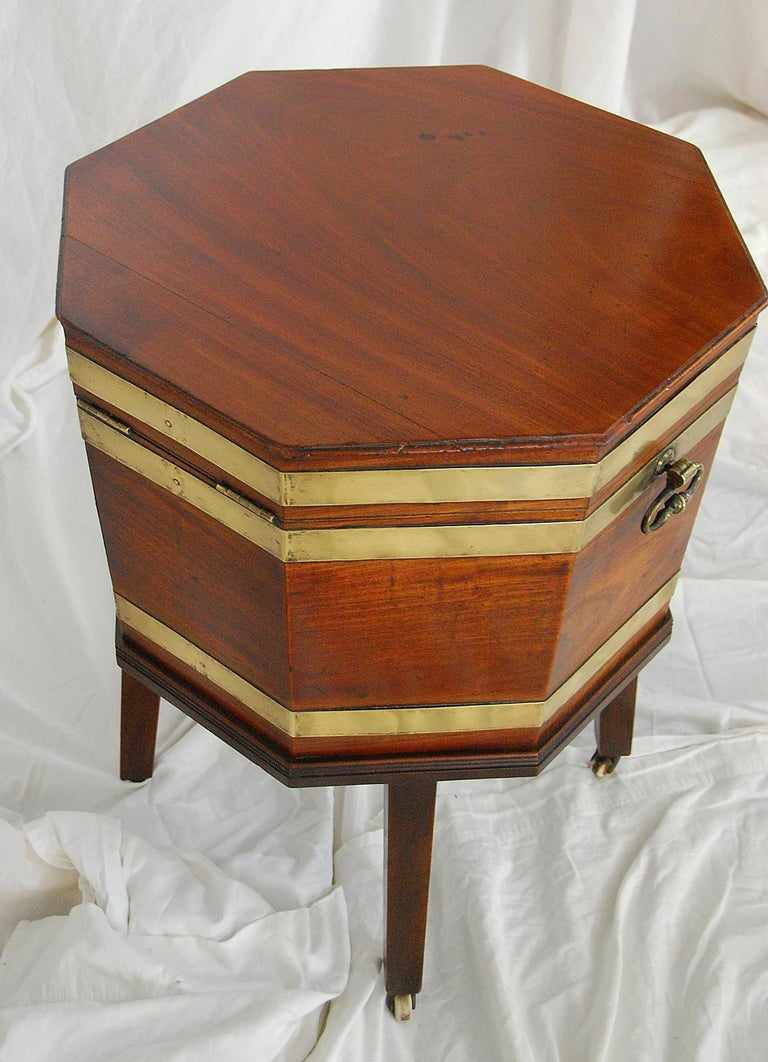 English Georgian Period Chippendale Mahogany Octagonal Cellarette Brass Bound For Sale 3