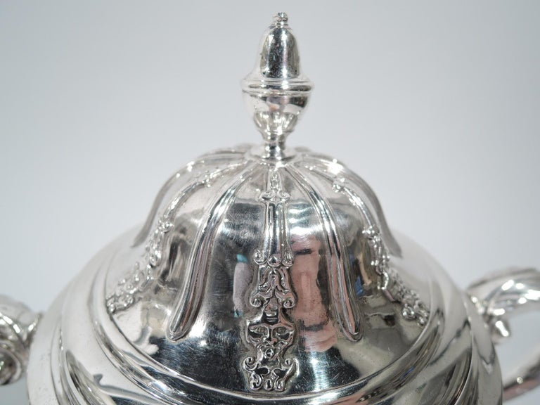 Mid-18th Century English Georgian Sterling Silver Classical Covered Urn by Newcastle Maker For Sale