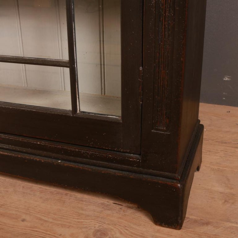 English Glazed Bookcase In Good Condition For Sale In Leamington Spa, Warwickshire