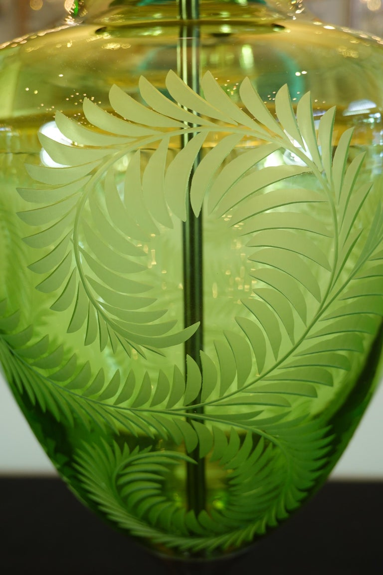 English Green Crystal Urn Form Lamp with Etched Fern Design by Lucy Cope In Excellent Condition For Sale In Charleston, SC