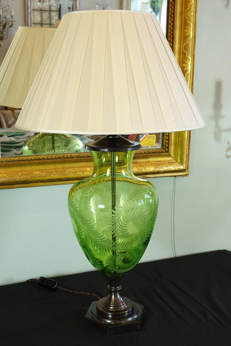 English Green Crystal Urn Form Lamp with Etched Fern Design by Lucy Cope For Sale 2