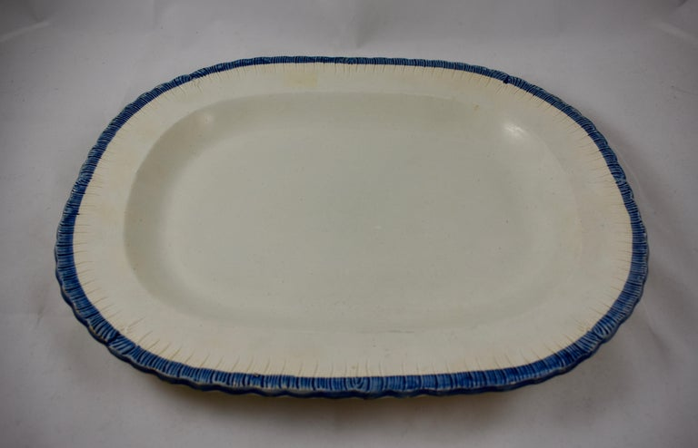 English Leeds Cobalt Blue Feather or Shell Edge Pearlware Oval Platter In Good Condition For Sale In Philadelphia, PA