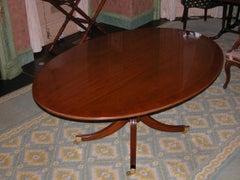 Englischer Mahagoni Ovaler Esstisch auf Einzelnem Podest