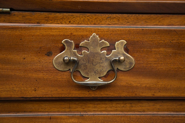 English Mahogany 18th Century Slant Top Desk In Good Condition For Sale In WEST PALM BEACH, FL