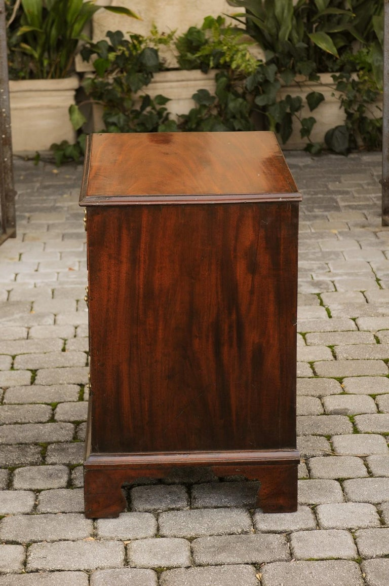 English Mahogany Bachelor's Chest with Three Graduated Drawers, Mid-19th Century 12