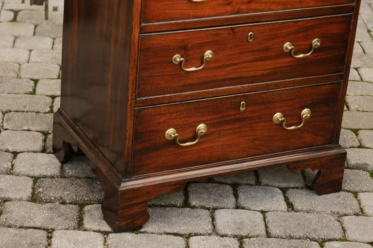 English Mahogany Bachelor's Chest with Three Graduated Drawers, Mid-19th Century 6