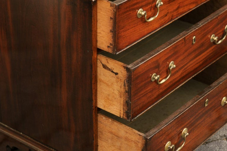 English Mahogany Bachelor's Chest with Three Graduated Drawers, Mid-19th Century 8