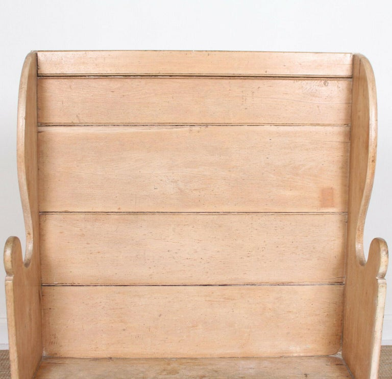 English Maple Settle, 19th Century For Sale 4
