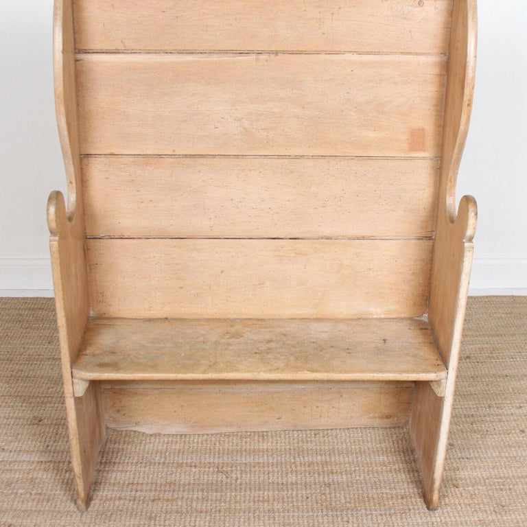 English Maple Settle, 19th Century For Sale 5