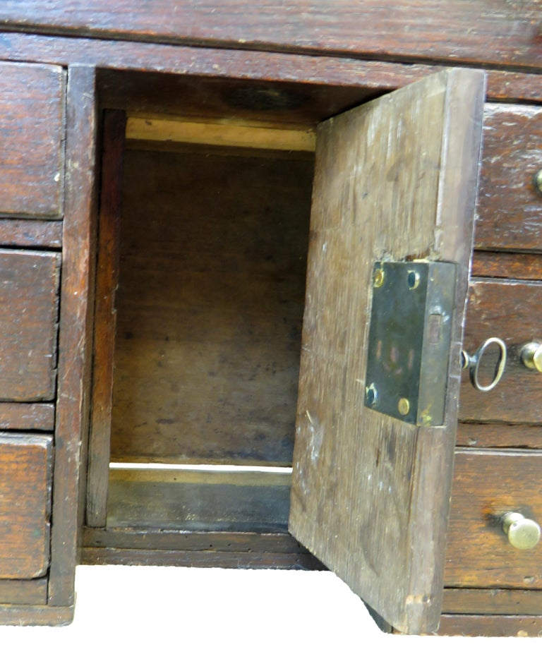 English Mid-18th Century Miniature Oak Kneehole Desk In Good Condition For Sale In Bedfordshire, GB