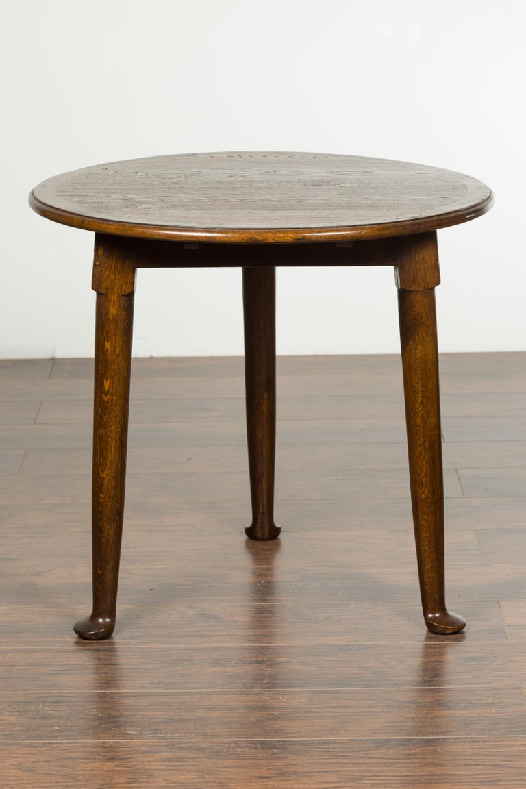 English Midcentury Oak Side Table with Round Top, Cylindrical Legs and Pad Feet 6