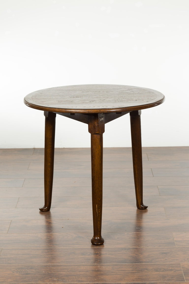 Mid-Century Modern English Midcentury Oak Side Table with Round Top, Cylindrical Legs and Pad Feet