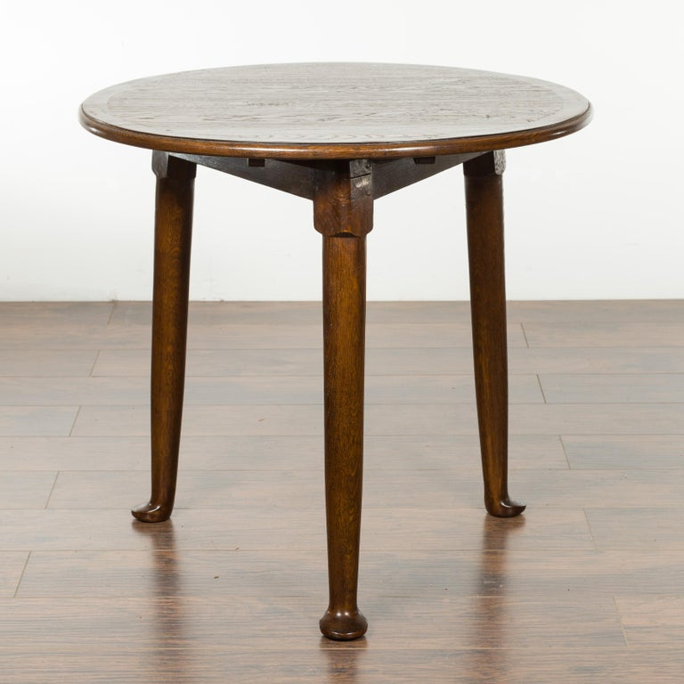 English Midcentury Oak Side Table with Round Top, Cylindrical Legs and Pad Feet In Good Condition In Atlanta, GA