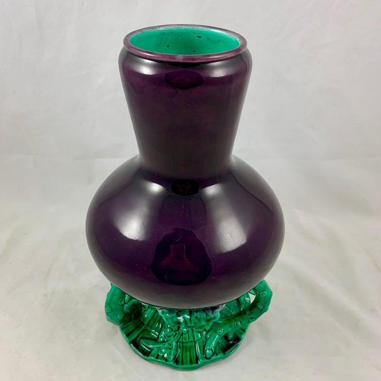 English Minton Japonisme Aesthetic Movement Majolica Aubergine Eggplant Vase In Excellent Condition For Sale In Philadelphia, PA