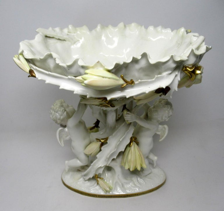 English Moore Brothers Porcelain Cream Gilt Cherub Cacti Centerpiece In Good Condition For Sale In Dublin, Ireland