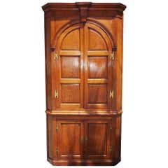 English Oak Arched and Paneled Blind Door H-Hinged Corner Cabinet, circa 1770