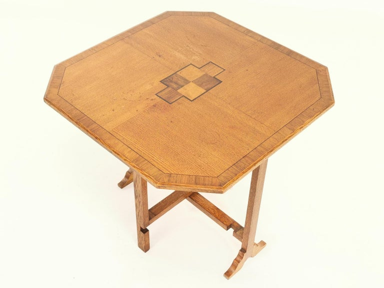 English Oak Art Deco Geometric Side Occasional Coffee Table In Good Condition For Sale In STOKE ON TRENT, GB