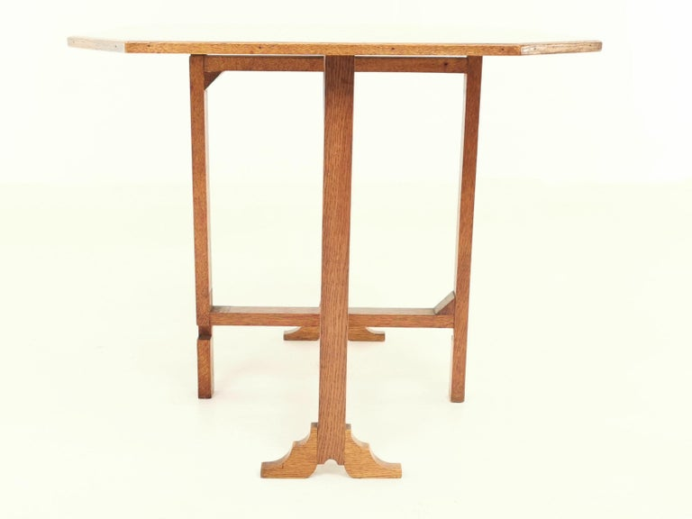 20th Century English Oak Art Deco Geometric Side Occasional Coffee Table For Sale