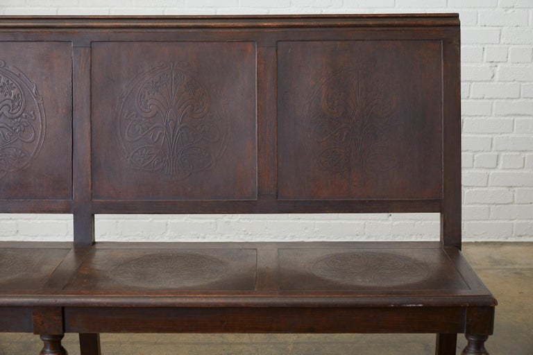 English Oak Bench Settle with Art Nouveau Panels In Distressed Condition For Sale In Oakland, CA