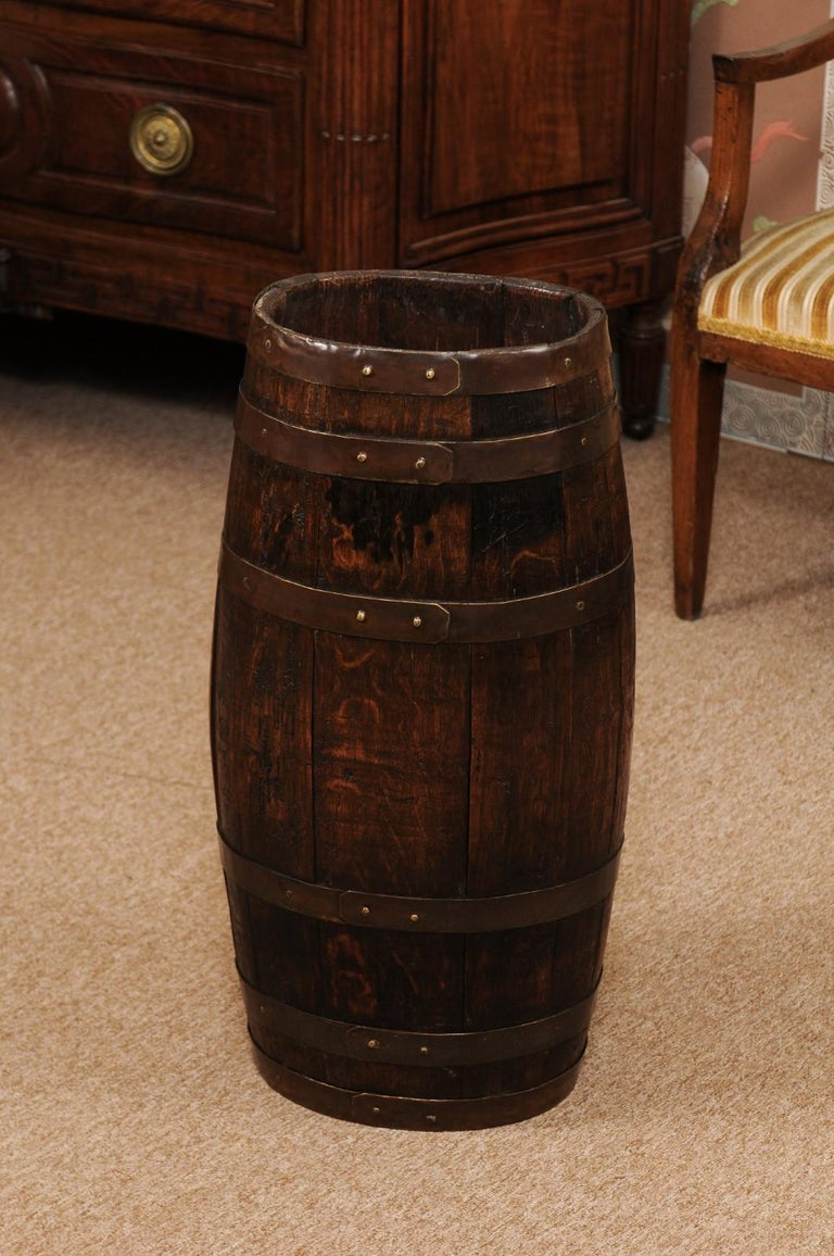 English Oak and Brass Barrell, Late 19th Century For Sale 1