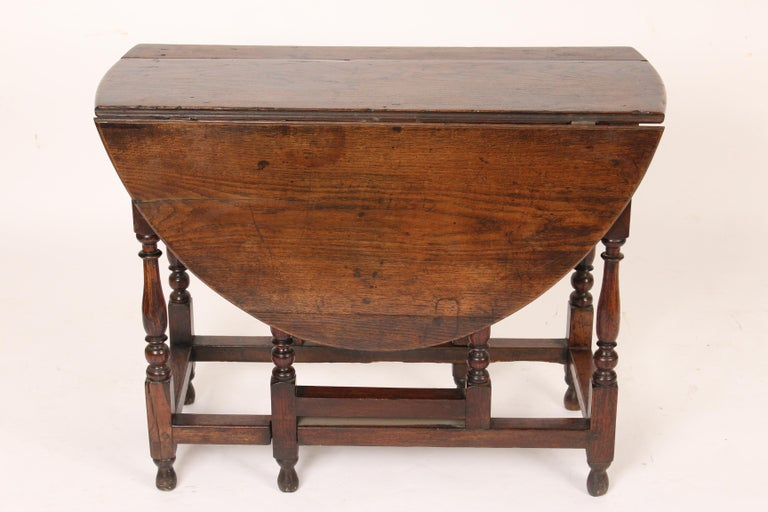 English Oak Gate Leg Table In Good Condition For Sale In Laguna Beach, CA
