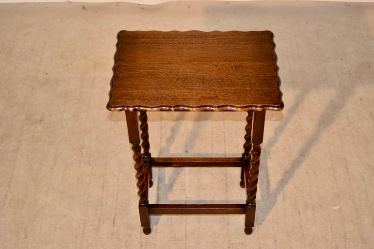 English Oak Side Table, circa 1900 In Good Condition For Sale In High Point, NC