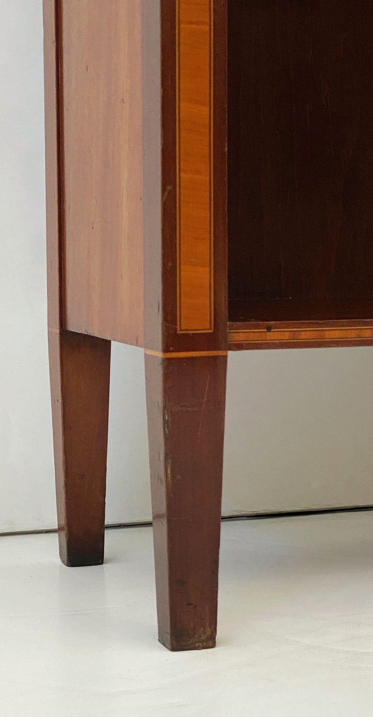 English Open Bookcase of Inlaid Mahogany from the Edwardian Period For Sale 11