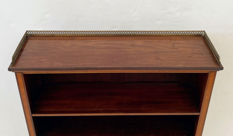 English Open Bookcase of Inlaid Mahogany from the Edwardian Period For Sale 1