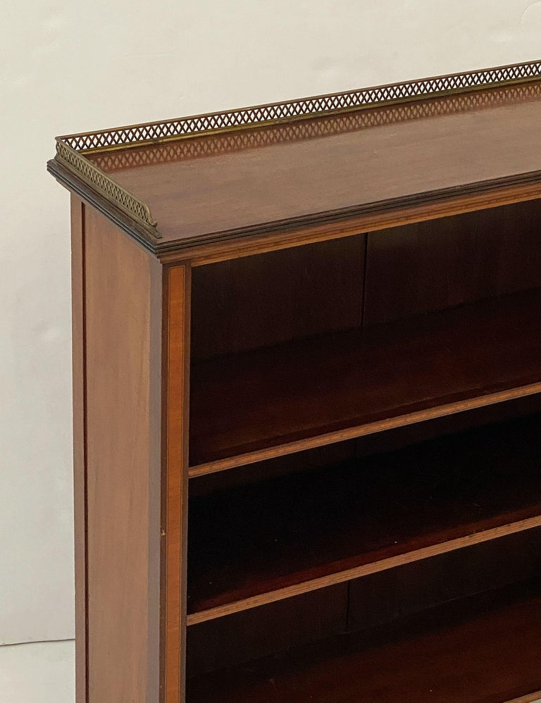 English Open Bookcase of Inlaid Mahogany from the Edwardian Period For Sale 2