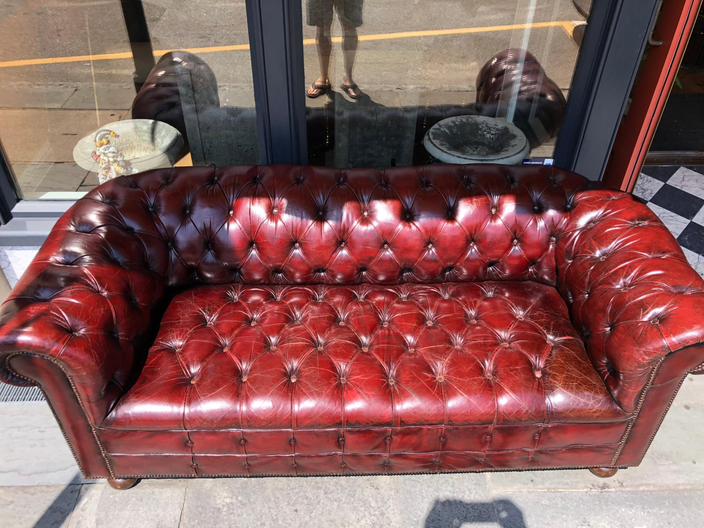 Sensational English Oxblood Leather Tufted Chesterfield Sofa At 1Stdibs Inzonedesignstudio Interior Chair Design Inzonedesignstudiocom