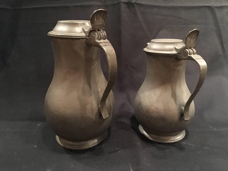 English Pair of Lidded Pewter Jugs or Tankards with Handles, 19th Century In Good Condition For Sale In Savannah, GA