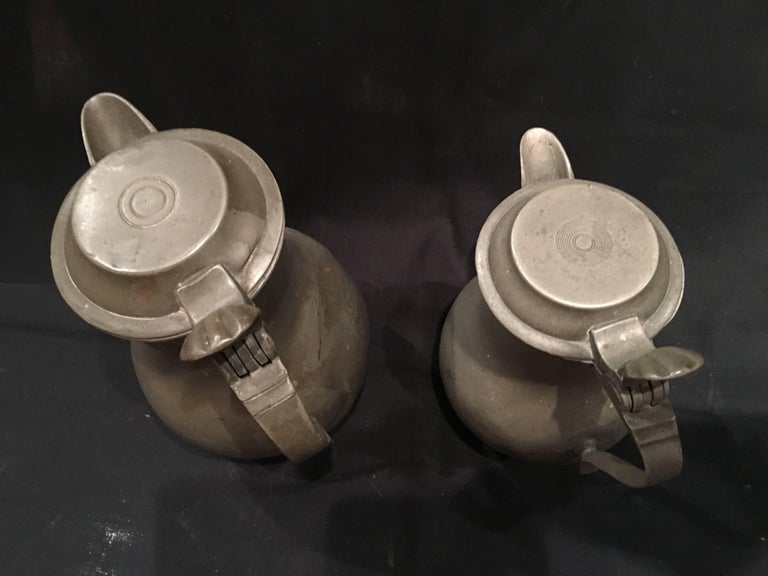 English Pair of Lidded Pewter Jugs or Tankards with Handles, 19th Century For Sale 1