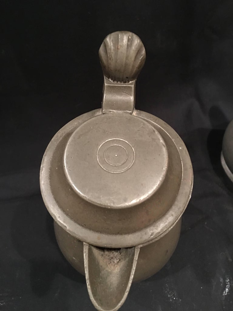 English Pair of Lidded Pewter Jugs or Tankards with Handles, 19th Century For Sale 2