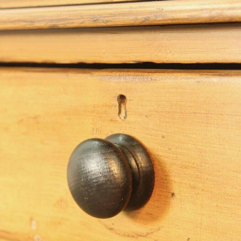 English Pine Chest of Drawers For Sale 1