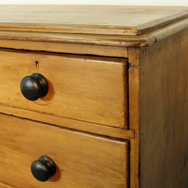 English Pine Chest of Drawers For Sale 3