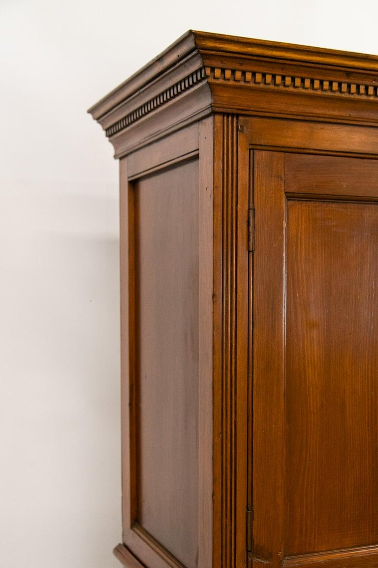 English Pine Cupboard In Good Condition For Sale In Wilson, NC