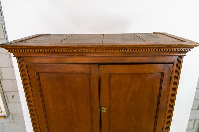 Early 19th Century English Pine Cupboard For Sale