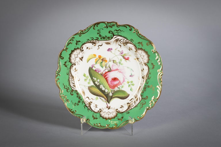 English Porcelain Botanical Dinner Service, Coalport, circa 1840 In Good Condition For Sale In New York, NY