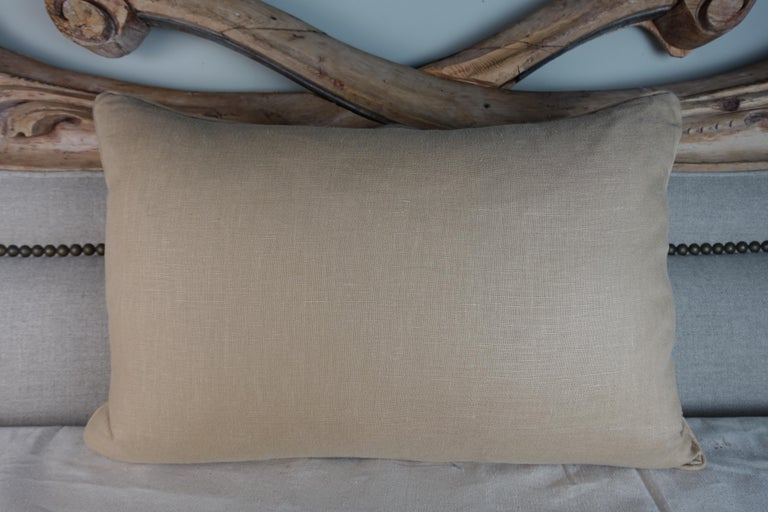 English Printed Linen Pillow with Figural Scene In Excellent Condition For Sale In Los Angeles, CA