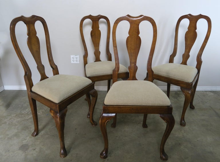 Set of 1920s four English Queen Anne style side chairs that are newly upholstered in Belgium linen upholstery. Measure: S.H. 20.