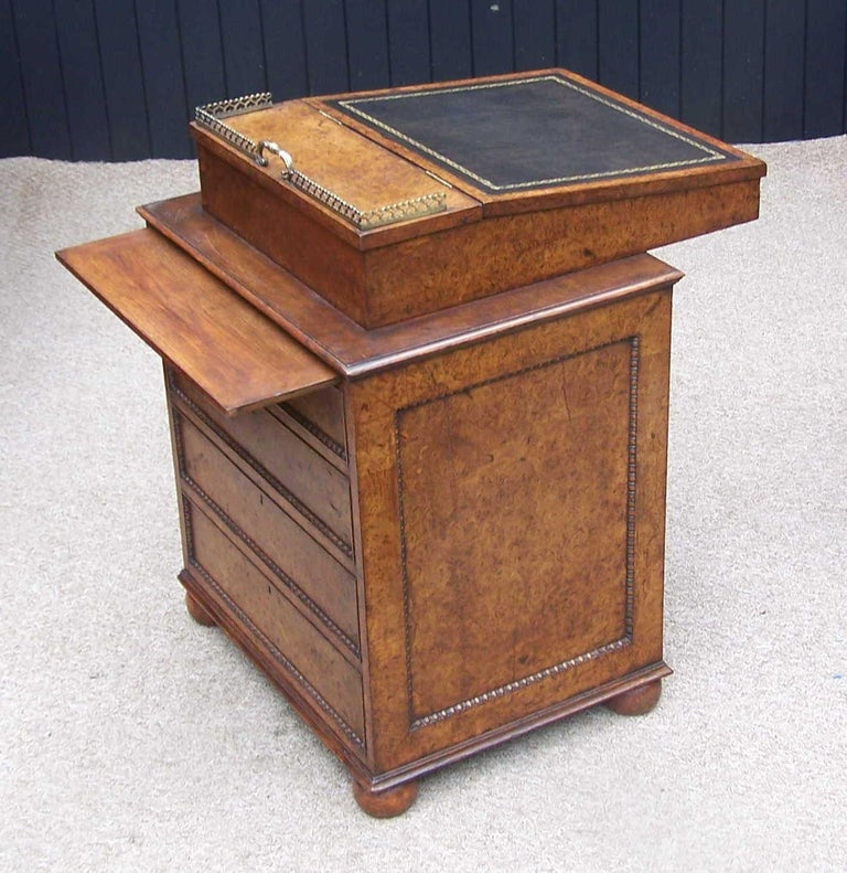 English Regency Burr Elm 19th Century Davenport Writing Desk In Good Condition For Sale In Bedfordshire, GB