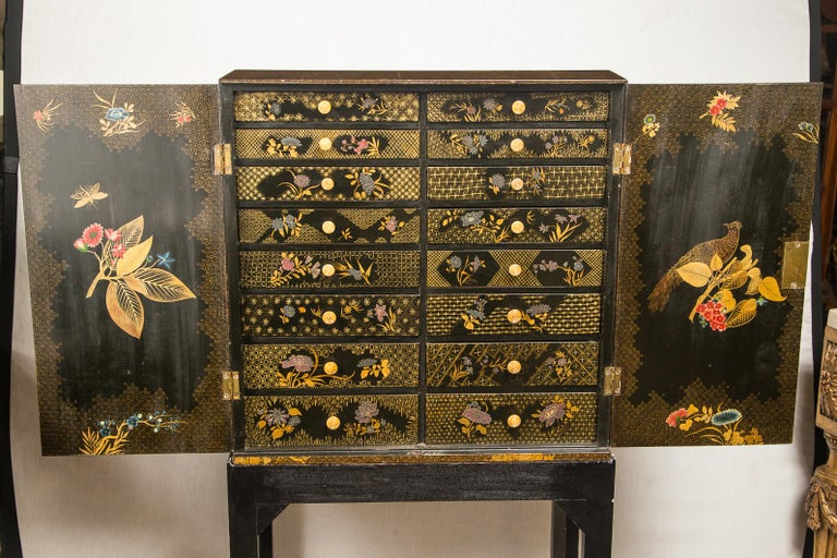 English Regency Lacquered Cabinet on Stand In Good Condition For Sale In Woodbury, CT
