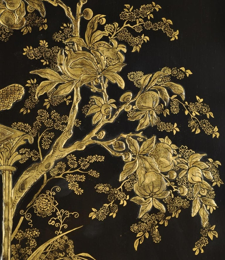 English Regency Style Black Lacquered and Gold Chinoiserie Decorated Cabinet In Good Condition For Sale In New York, NY
