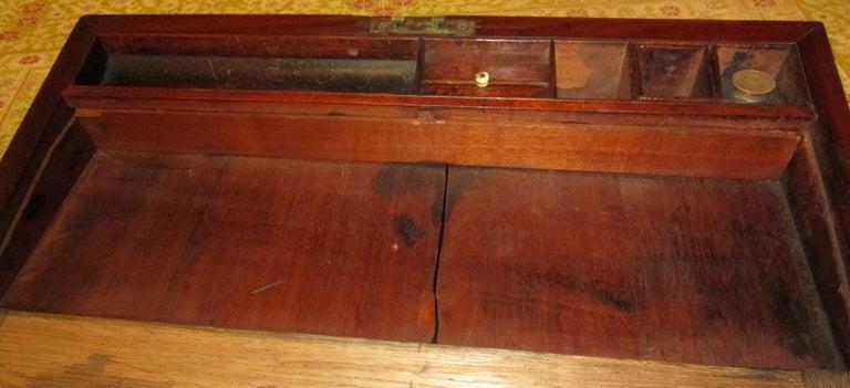 English Regency Walnut Travelling Lap Desk Box with Secret Compartment For Sale 6