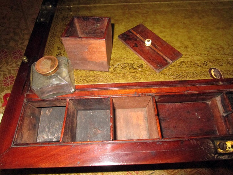 English Regency Walnut Travelling Lap Desk Box with Secret Compartment For Sale 7