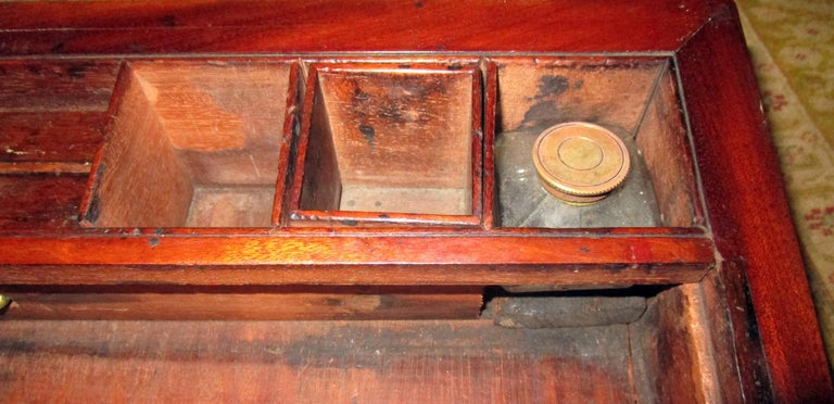 Early 1800s English Regency Walnut Travelling Lap Desk Box with Secret Compartment For Sale